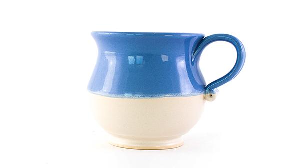 Egyedi, kézzel készített kerámia teásbögre, bézs és kék színben 500 ml
