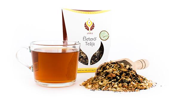 Fekete tea, jázmin virág és citromhéj keveréke, különleges fehér dobozos csomagolásban.