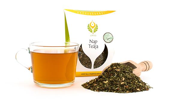 Zöld tea, ginzeng, fahéj, gyömbér és mate tea aranyszínű keveréke